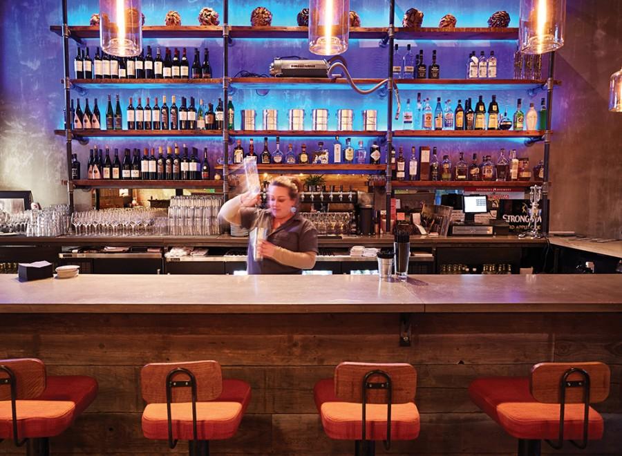 Tela's bar