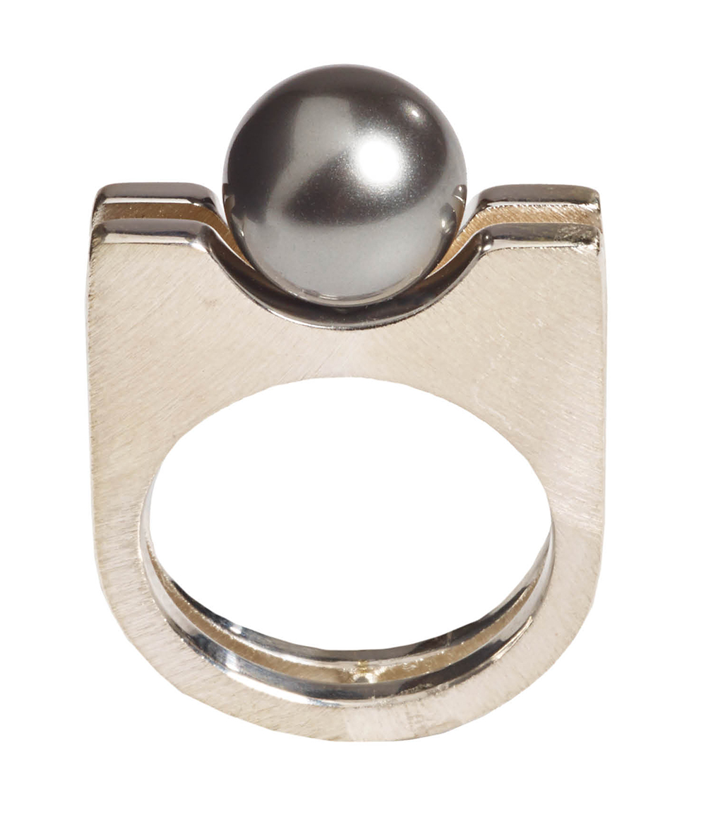 Mysterium silver ring with shell pearl