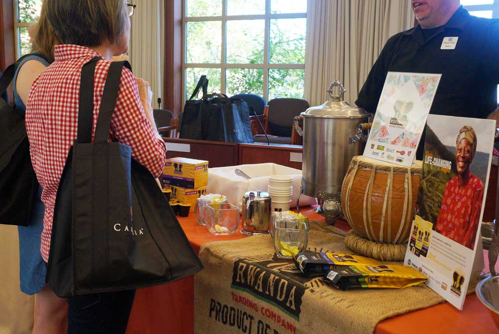 The pre-party at the Madeira municipal building is the best spot to pick up a shopping map & refreshments.
