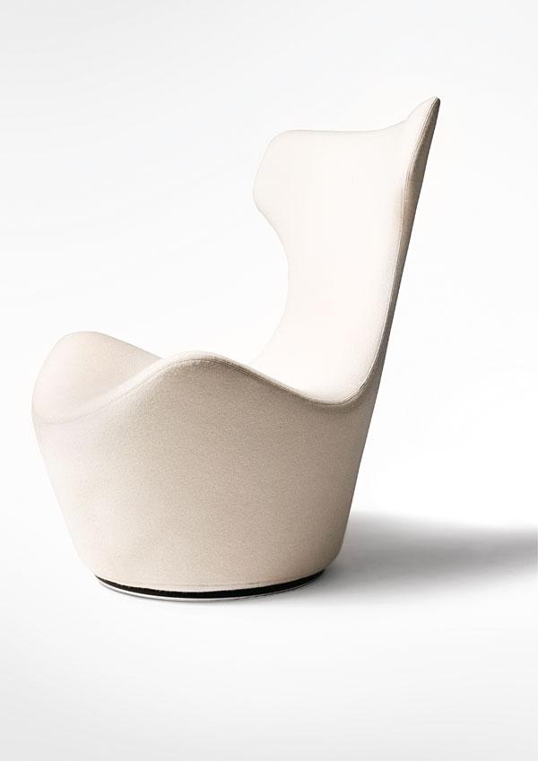 Piccola Papilio swivel chair, Voltage