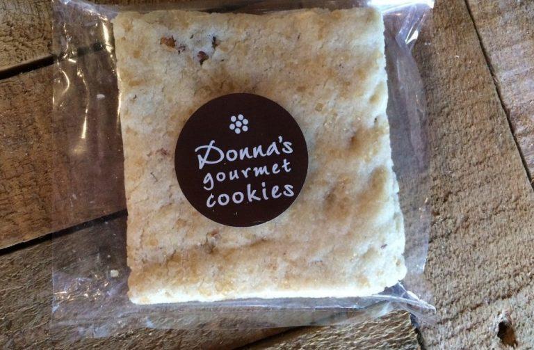 Food Is Love: Donna's Gourmet Cookies Pecan Shortbread