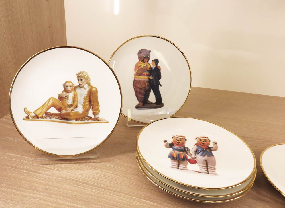 This set of Jeff Koons plates caught my eye