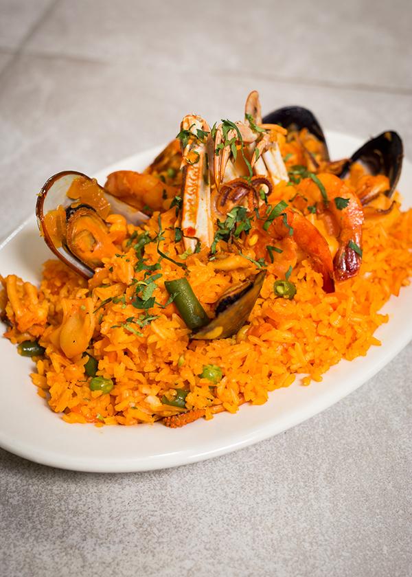 Arroz con camarones y marisco (rice with seafood and shrimp)