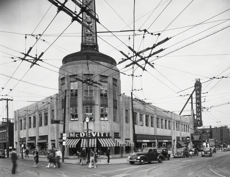 The Paramount building in 1940